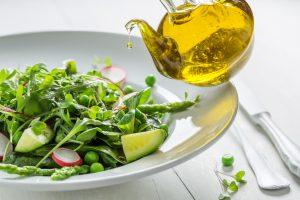 wegetariańska sałatka z olejem